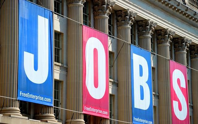 الاقتصاد الأمريكي يضيف 2.5 مليون وظيفة مع تراجع البطالة
