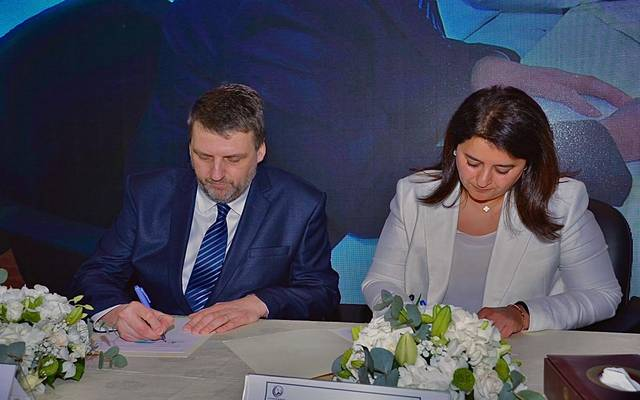 خلال توقيع وزيرة الأشغال العامة عقود شركة أم الهيمان لمعالجة مياة الصرف الصحي
