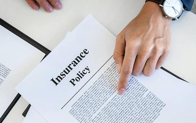 توقيع وثيقة تأمين
