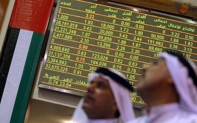 متعاملون بداخل سوق أبوظبي للأوراق المالية