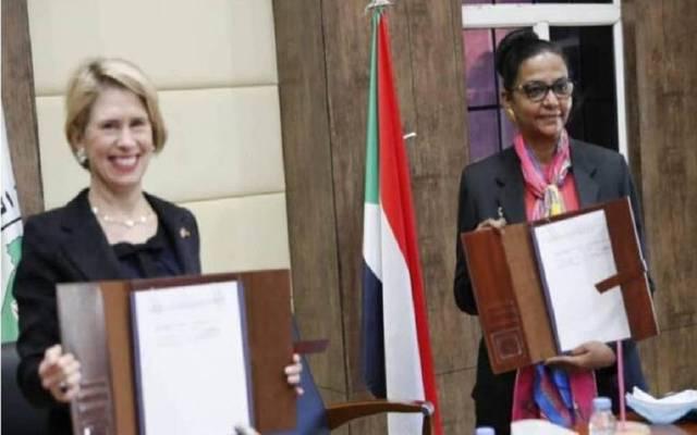 جانب من توقيع مذكرة التفاهم بين المالية السودانية والبنك الأمريكي