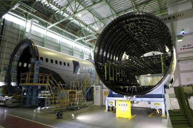 أحد مصانع ستراتا لتصنيع هباكل الطائرات