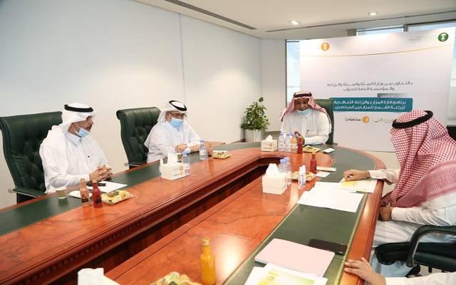 خلال إطلاق برنامج إدارة الزراعة التعاقدية للمزارعين المرخصين بزراعة القمح في السعودية