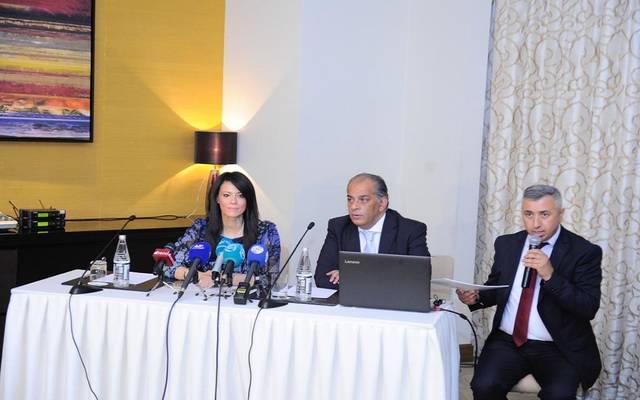 وزير السياحة رانيا المشاط خلال مؤتمر عقد بالسفارة المصرية في أذربيجان