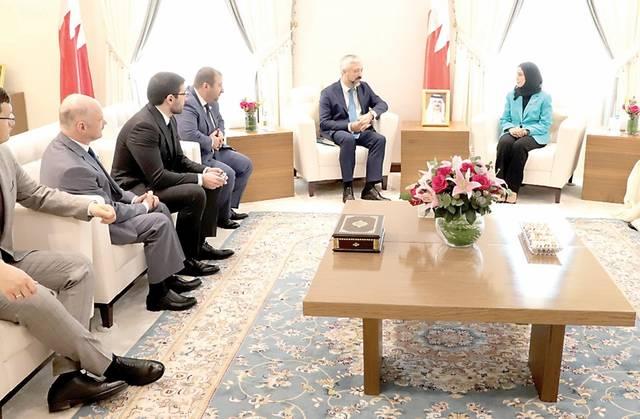 جانب من الاجتماع بين الجانبين البحريني والروسي