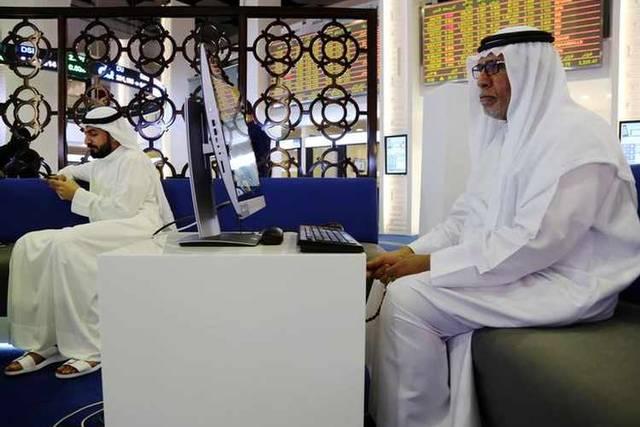 مستثمران داخل مقر بورصة دبي