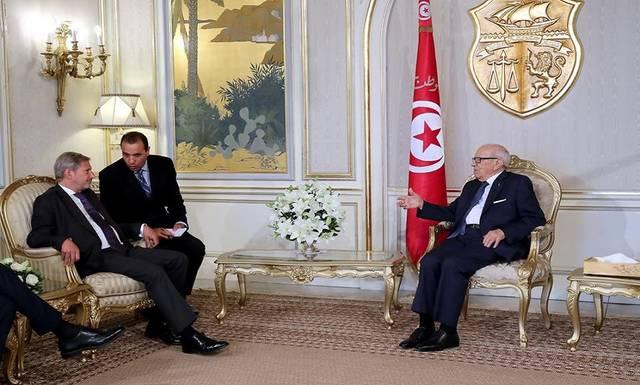 لقاء الرئيس السبسي مع المفوض الأوروبي بحضور رئيس الحكومة ووزير الشئون الخارجية التونسيين