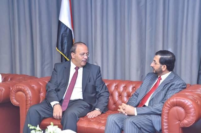 وكيل وزارة الاقتصاد الإماراتية لشؤون التجارة الخارجية عبدالله آل صالح ووزير التجارة والصناعة المصري أحمد طه