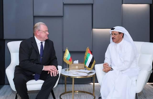 سلطان بن سعيد المنصوري وزير الاقتصاد الإماراتي خلال بحث العلاقات الثنائية مع  ليتوانيا