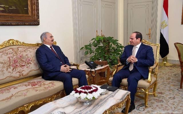 صورة أرشيفية للرئيس المصري عبدالفتاح السيسي مع المشير خليفة حفتر