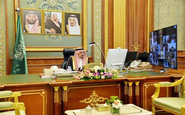 نائب رئيس مجلس الشورى، عبدالله المعطاني، خلال ترؤسه جلسة المجلس عبر الاتصال المرئي
