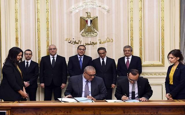 جانب من توقيع الاتفاقيتين