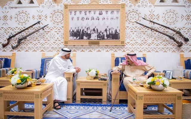الملك سلمان خلال لقاء ولي عهد أبوظبي