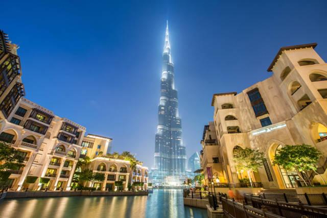قمة برج خليفة أشهر ناطحة سحاب بإمارة دبي، الصورة أرشيفية
