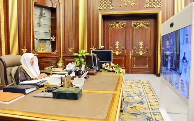 عبدالله آل الشيخ رئيس مجلس الشورى السعودي يترأس جلسة للمجلس عبر الاتصال المرئي