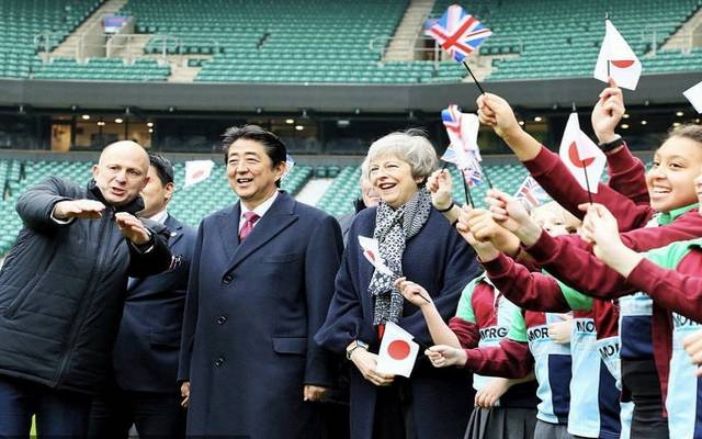 رئيس وزراء اليابان يلتقي تريزا ماي وسط مخاوف البريكست الصعب