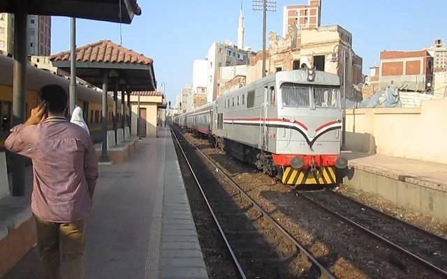 مسؤول يوضح سبب تأخر قطار بين محطتي القاهرة وشبرا الخيمة