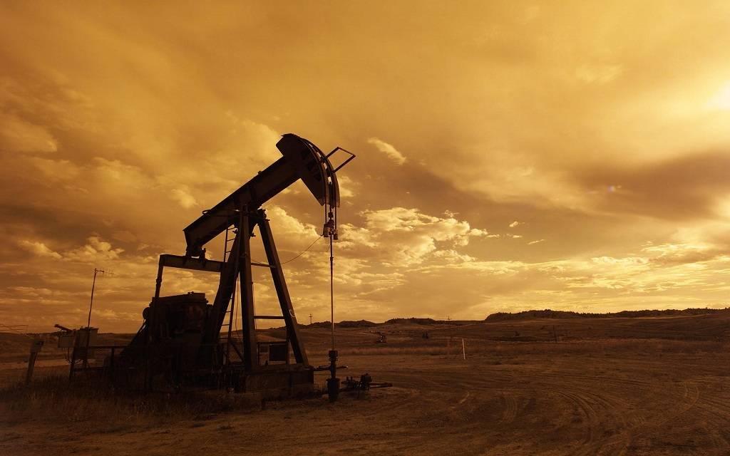 محدث.. النفط يتراجع بأكثر من 1% ليسجل خسائر أسبوعية