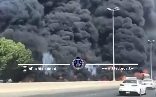 """جانب من الحريق نُشرت صورته على الحساب الرسمي لـ""""الإطفاء"""" الكويتية"""