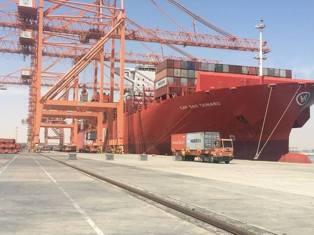 أحد موانئ التصدير والاستيراد في البحرين