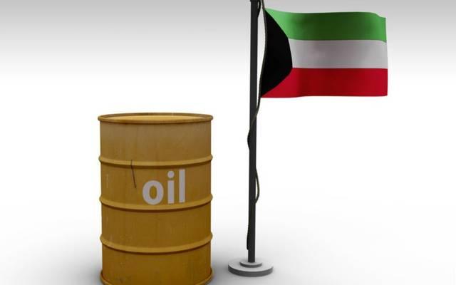 علم الكويت بجوار برميل نفط
