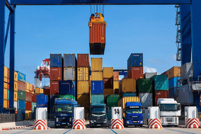 الواردات السلعية ارتفعت 4.5% في مايو على أساس شهري