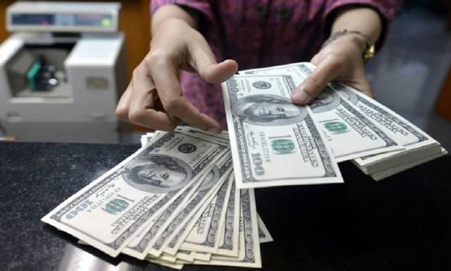 باع البنك الدولار بمتوسط مرجح بلغ نحو 9.231 درهم