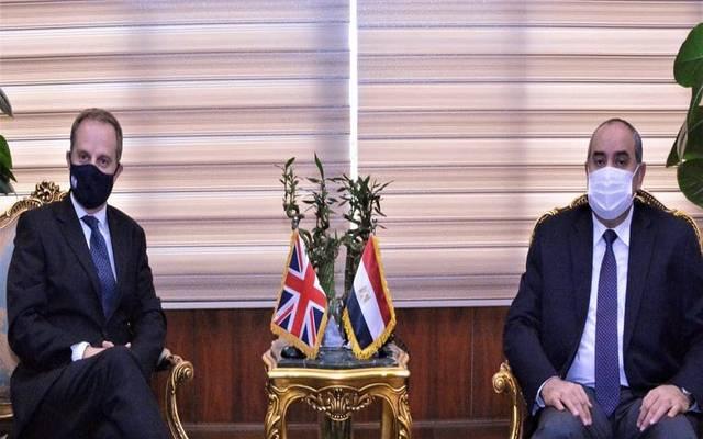 وزير الطيران يلتقي سفير بريطانيا بالقاهرة