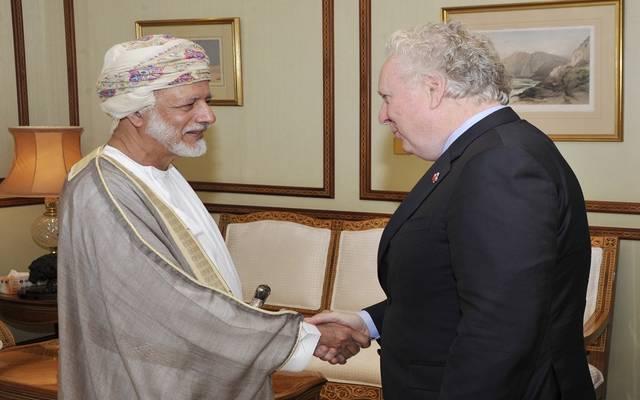 وزير الخارجية العماني مع الممثل الخاص لرئيس الوزراء الكندي