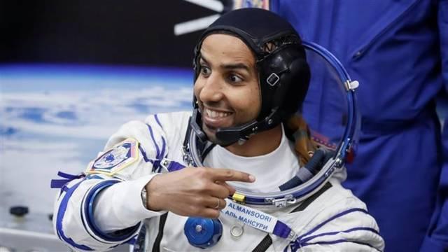 الإماراتي هزاع المنصوري يرسل ملف صور من الفضاء