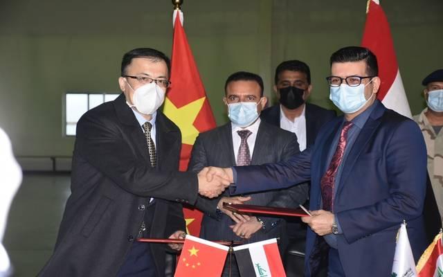وزير الصحة والبيئة يشرف على وصول وجبة اللقاح الصيني للعراق