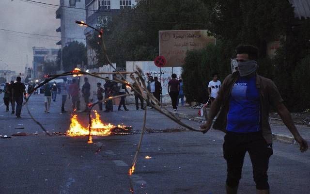 البصرة..حظر تجوال وحرائق بمقر الحشد ومقتل متظاهر..وبغداد تستعد