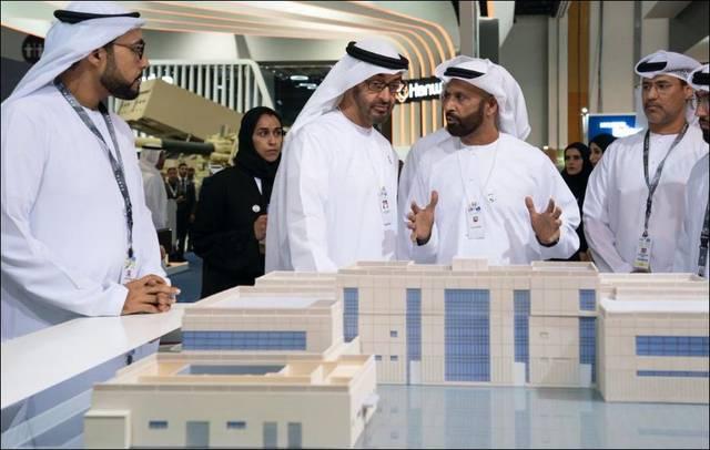 محمد بن زايد .. ولي عهد أبوظبي خلال زيارته للمعرض ي ختام فعالياته