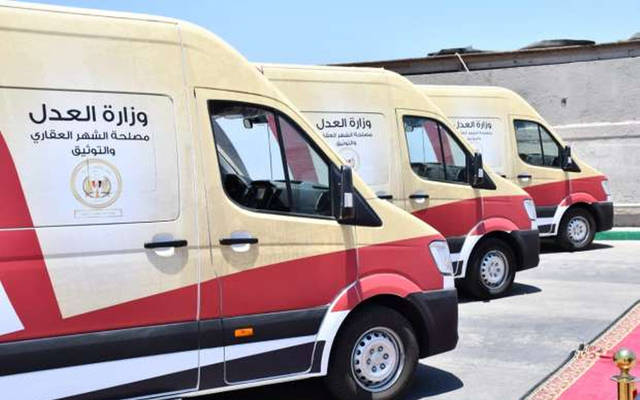 عدد من سيارات المراكز التكنولوجية المتنقلة، التي ستقدم خدمات التوكيلات والشهر العقارى