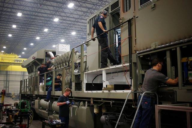 US factory orders record largest drop in 1 yr