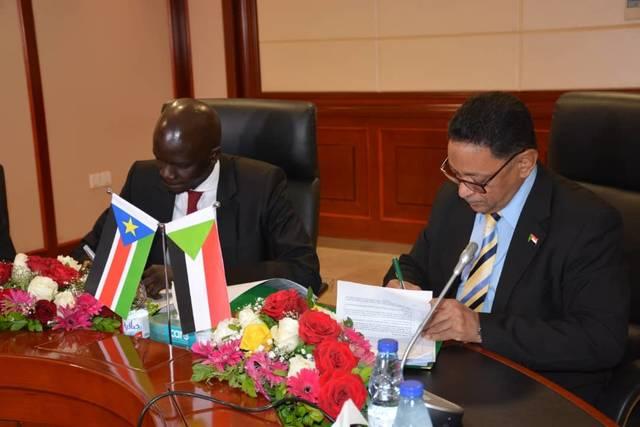 لزيادة الإنتاج..السودان وحكومة الجنوب يوقعان مسودة تطوير اتفاقيات بالقطاع النفطي