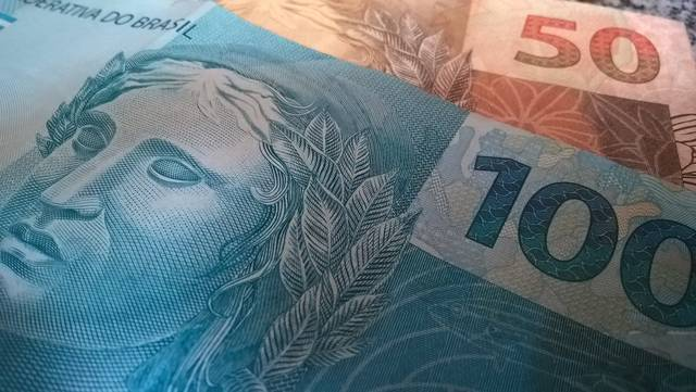 محدث.. اليورو يقلص خسائره لكنه قرب أدنى مستوى بـ22 شهراً