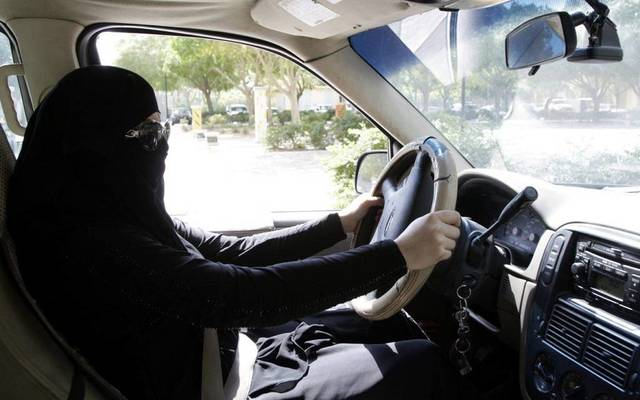 السماح للزائرات ممن يمتلكن رخصة القيادة الدولية والأجنبية المعترف بها لسنة واحدة