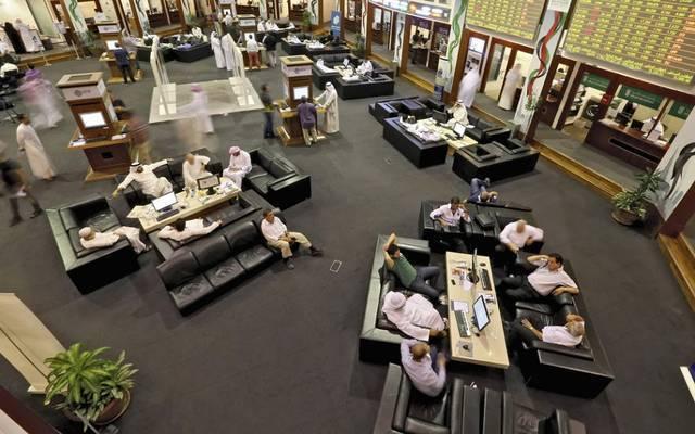 متعاملون في سوق دبي المالى