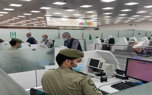 الجوازات السعودية:تمديد الإقامات للوافدين الموجودين خارج المملكة حتى نهاية يوليو