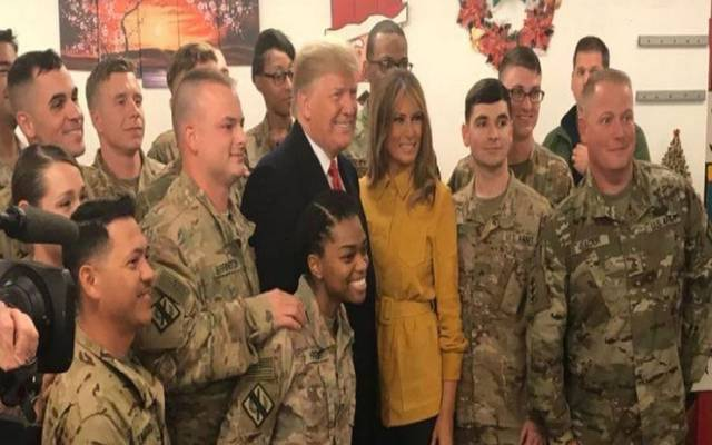 ترامب وزوجته خلال الزيارة للعراق