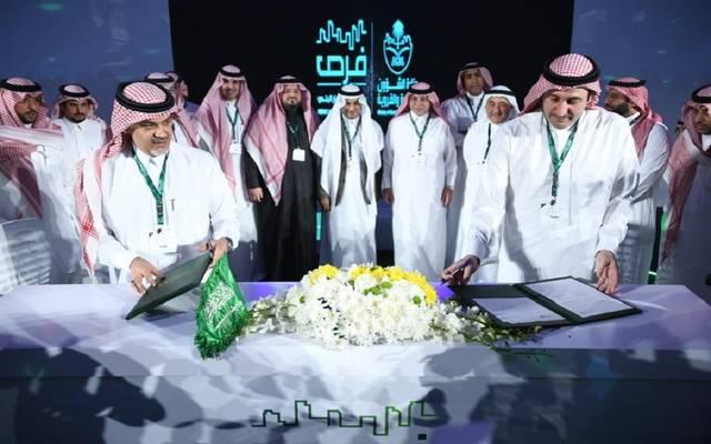 جانب من توقيع وزارة المالية السعودية مذكرات تفاهم لدعم مبادرة (فرصة، أرض، قرض)