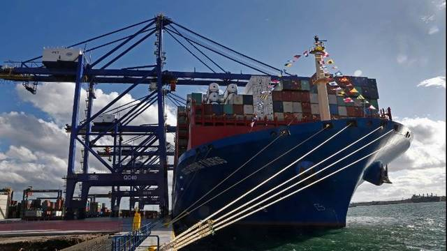 Eurozone trade surplus shrinks in March