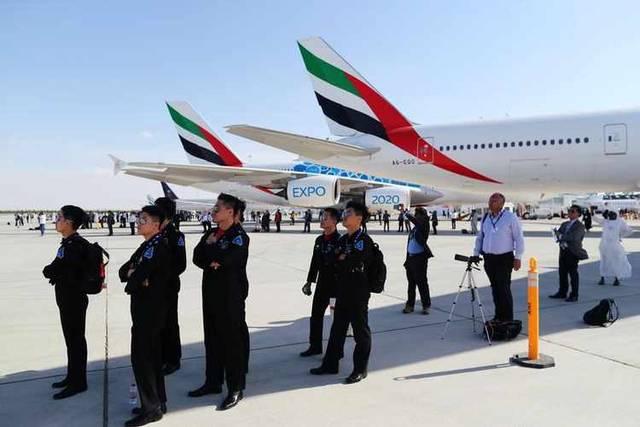 """""""طيران الإمارات"""" في الصدارة..شركات عالمية تعقد صفقات ضخمة بـ""""دبي للطيران"""""""