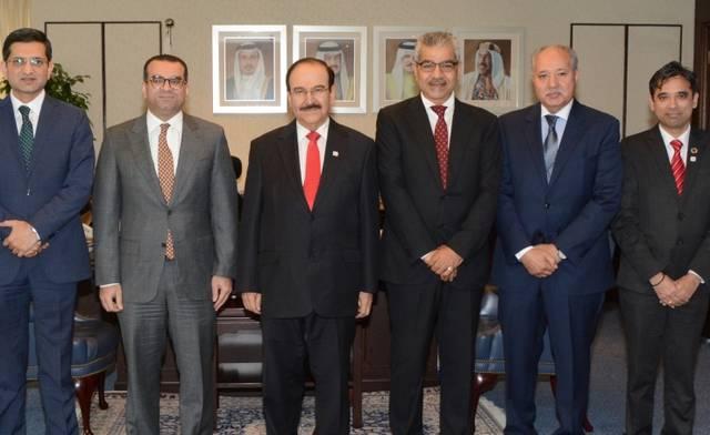جانب من اجتماع وزير الكهرباء والماء البحريني مع عادل حبيل الرئيس التنفيذي لشركة البحرين للتسهيلات التجارية