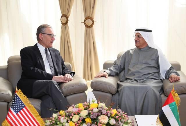 وزير الاقتصاد الإماراتي سطان بن سعيد المنصوري - جون راكولتا جونيور سفير الولايات المتحدة الامريكية