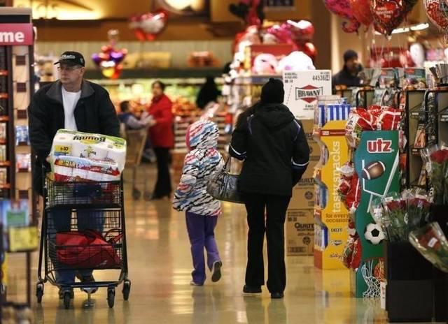 US retail sales edge down 0.2% in April