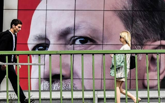 خسائر حادة بالأصول المالية في تركيا مع المشاحنات السياسية