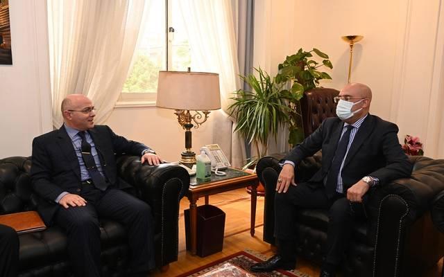 وزير الإسكان خلال لقائه بالسفير المغربي في القاهرة