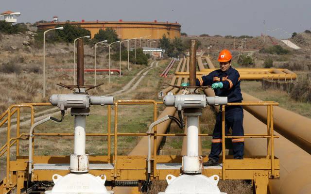 عامل بإحدى المصافي النفطية